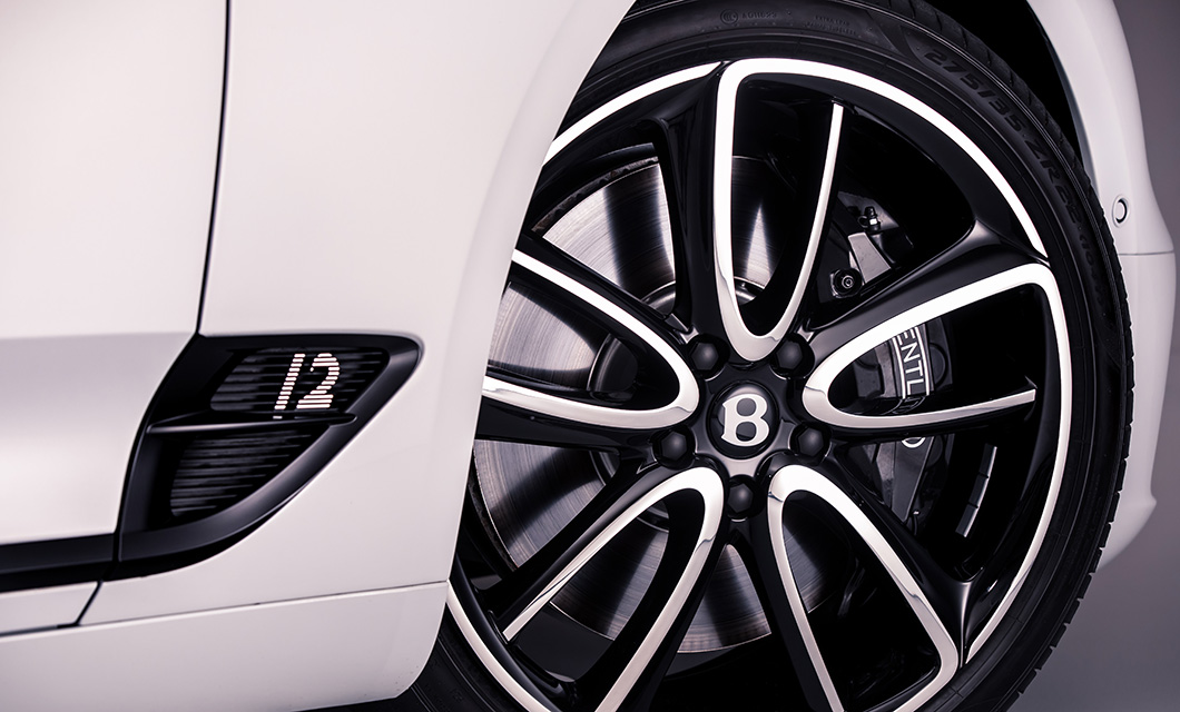 The 22 inch Polished and Black Painted wheel of the Bentley Continental GT Convertible