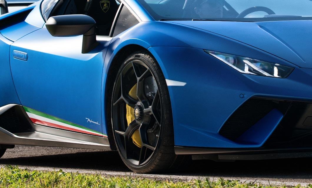 The front wheel and side skirts of the Lamborghini Huracan Performante Spyder