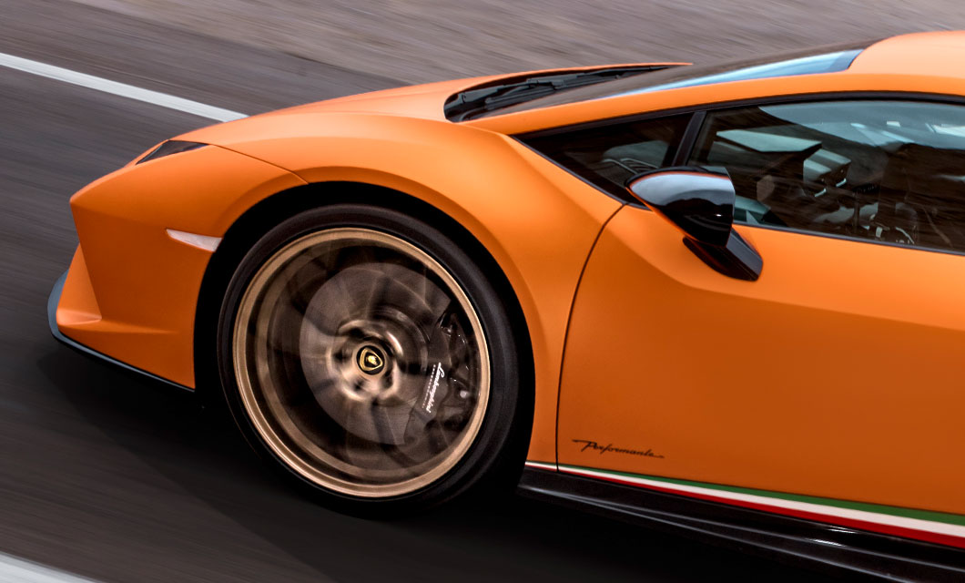 The front wheel of the Lamborghini Huracan Performante finished in bronze