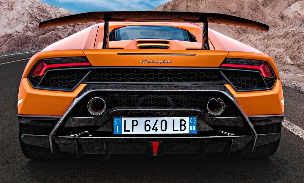 A close up of the rear end of the Lamborghini Huracan Performante highlighting the exhaust tips